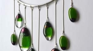 """Eglės Žuramskienės stiklo papuošalų paroda """"Lašas po lašo"""""""